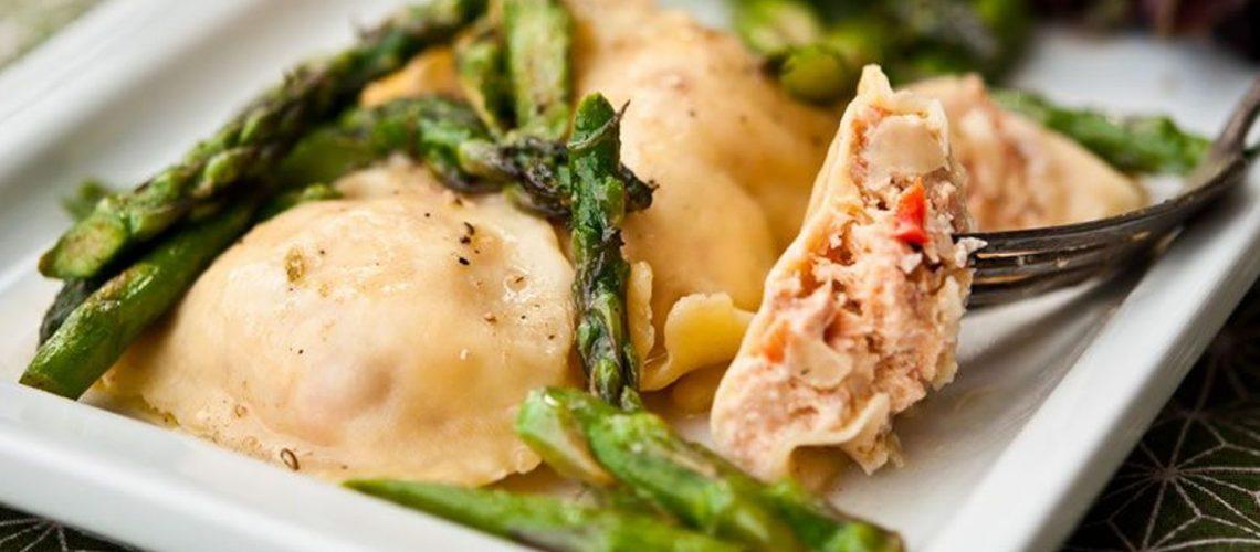 Ravioli al salmone con salsa di gamberi e scalogno - ricetta Pastificio Destefano